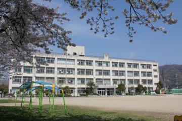 八尾市立 曙川東小学校の画像1