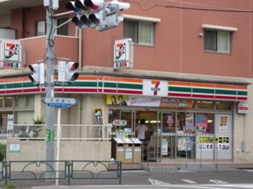 セブン−イレブン北区王子神谷駅南店の画像1