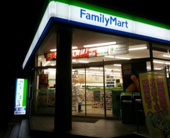 ファミリーマート王子駅南口店の画像1