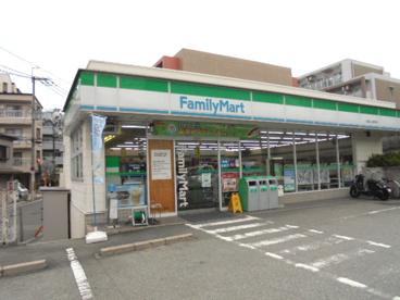 ファミリーマート吹田上山手町店の画像1