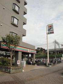 セブンイレブン八王子片倉駅北口店の画像1