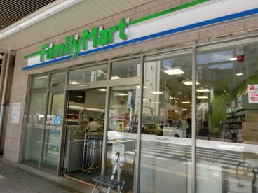 ファミリーマート中野駅南口本通り店の画像1