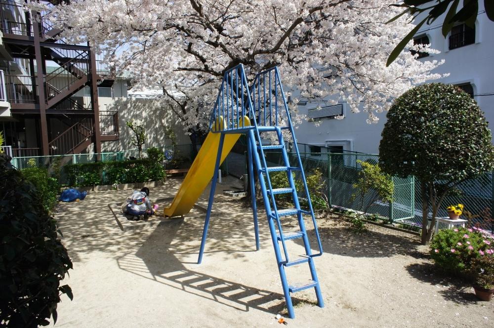 サンハイツ刀根山の下の公園の画像
