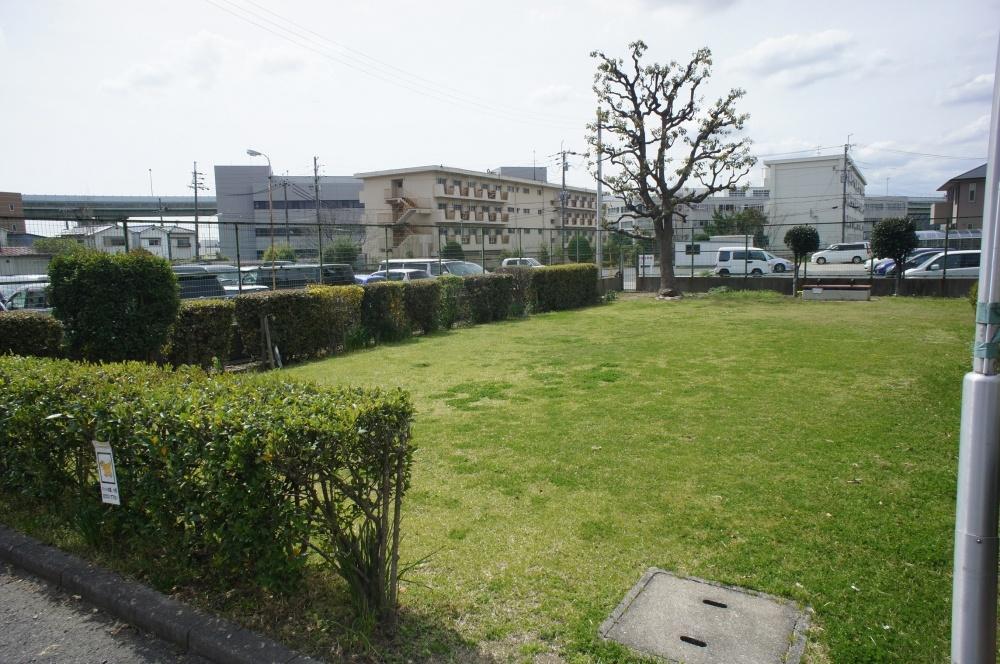池田市立空港会館の芝生の画像