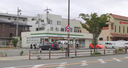 ファミリーマート箕面小野原西店の画像1