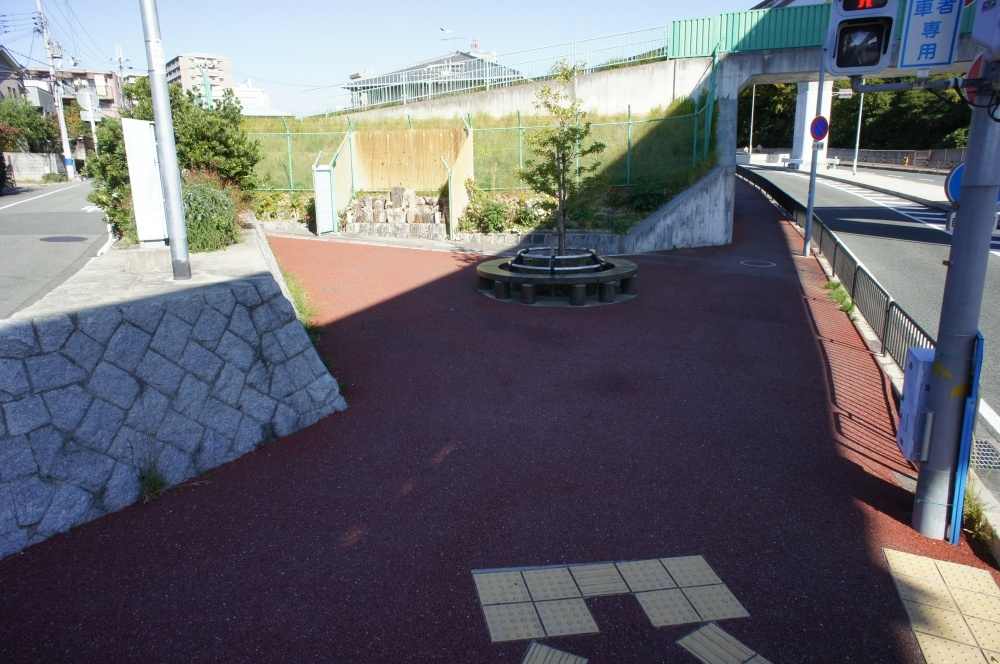 南門前池の下の三角コーナーの画像