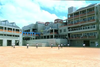 那覇市立石嶺中学校の画像1
