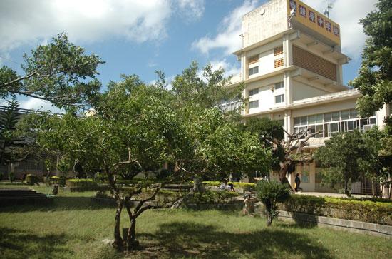 那覇市立鏡原中学校の画像