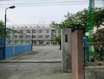 足立区立 足立小学校の画像2