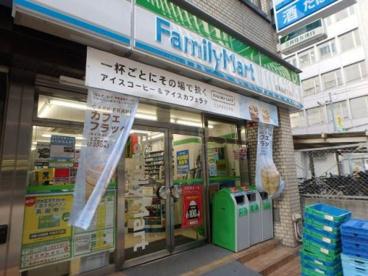 ファミリーマート高麗橋四丁目店の画像1