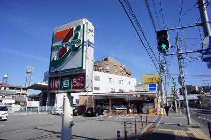 セブンイレブン大阪空港前店の画像1