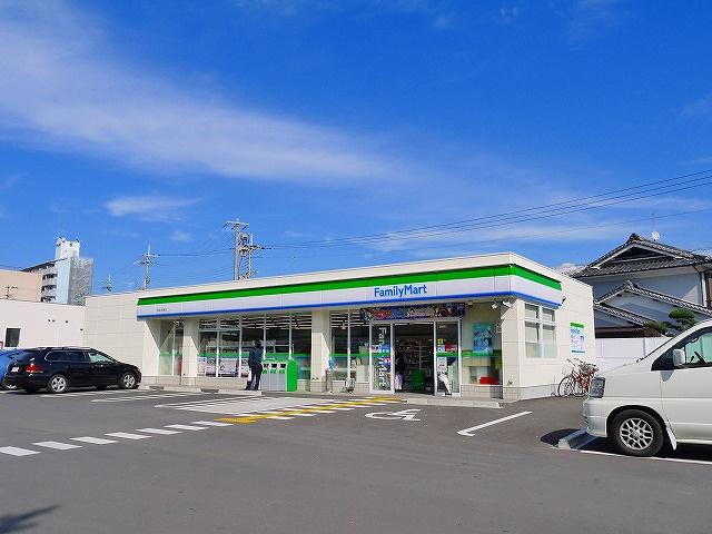 ファミリーマート 天理川原城町店の画像