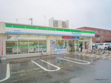 ファミリーマート宝塚警察署前店の画像1