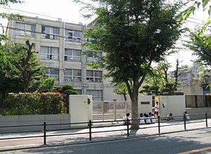 大阪市立新東淀中学校の画像1