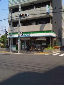 ファミリーマート・赤羽平和通り店の画像1