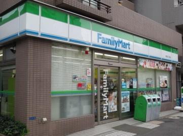 ファミリーマート・赤羽二丁目店の画像1