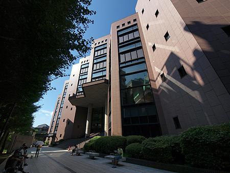 横浜市中央図書館の画像
