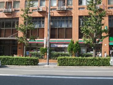 セブンイレブン横浜駅東口店の画像1