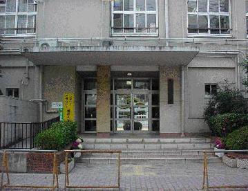 大阪市立 成育小学校の画像1