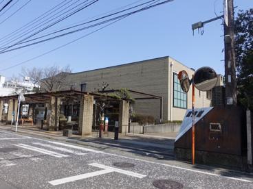 茅ケ崎市立図書館の画像1
