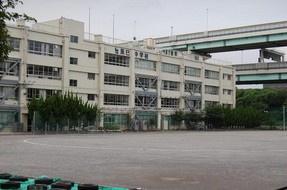 区立辰巳中学校の画像1