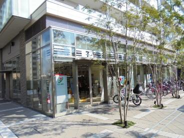 セブンイレブン阪急山田駅前店の画像1
