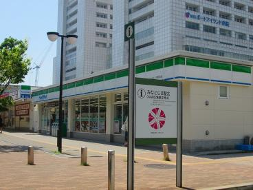 ファミリーマート みなとじま駅前店の画像1