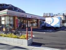 セブンイレブン足立江北橋東店の画像1