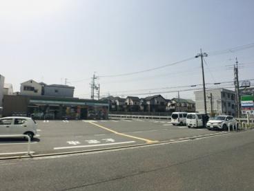 ファミリーマート 摂津庄屋店の画像1