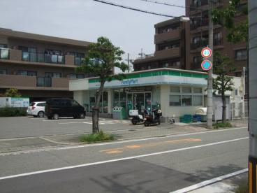 ファミリーマート尼崎大庄中通店の画像1