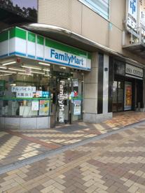 ファミリーマート 赤羽西口店の画像1