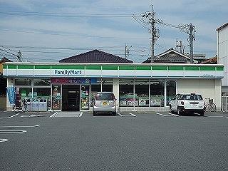 ファミリーマート JR四日市駅前店の画像1