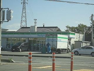 ファミリーマート四日市東阿倉川店の画像1