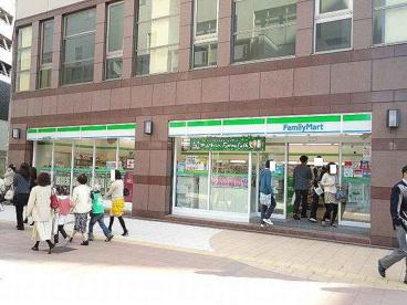 ファミリーマート 近鉄四日市駅西店の画像1