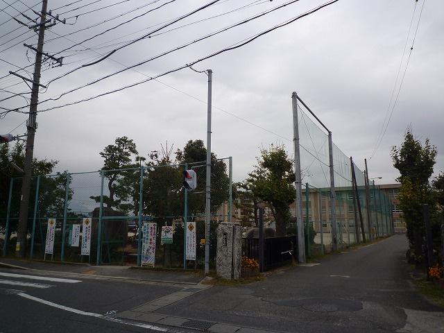 四日市市立 県小学校の画像