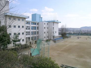 川西市立中学校 清和台中学校の画像1