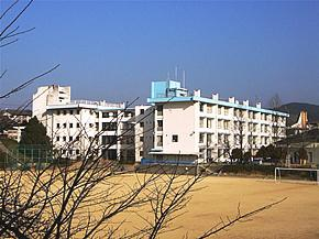 多田中学校の画像1