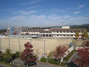 木津川市立 梅美台小学校の画像1