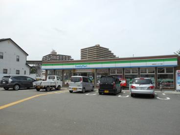 ファミリーマート 名神吹田インター前店の画像1
