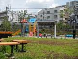 池袋本町電車の見える公園