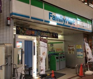 ファミリーマート雑色駅前店の画像1