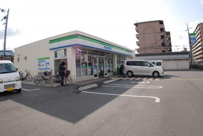ファミリーマート寝屋川寿町店の画像1