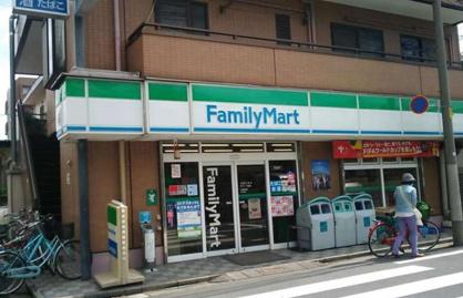 ファミリーマート千川一丁目店の画像1