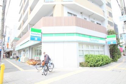 ファミリーマート服部駅前店の画像1