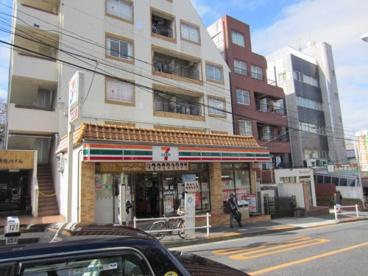 セブン−イレブン新宿喜久井町店の画像1