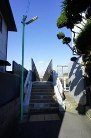 大阪モノレールが頭をかすめる歩道橋#1の画像5