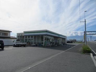 ファミリーマート山梨学院大学前店の画像2