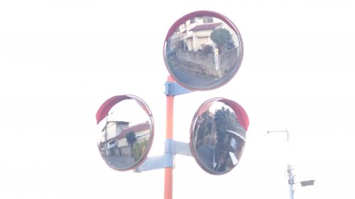視野が広がる交差点の画像