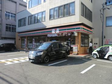 セブンイレブン阪急大宮駅南店の画像1