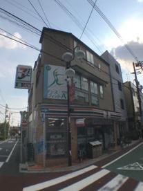 セブンイレブン世田谷下高井戸店の画像1